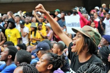 #FeesMustFall-Proteste, Quelle: www.peuples-solidaires.org