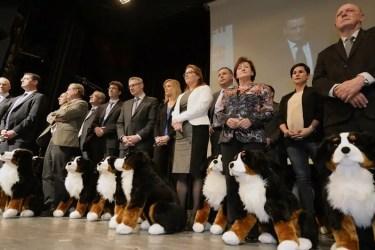 """SVP Aargau mit Parteimaskottchen """"Willy"""", Quelle: srf.ch"""