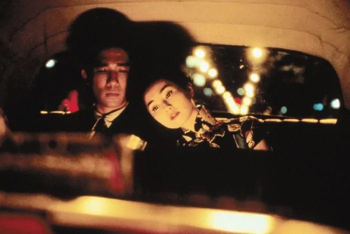 "Maggie Cheung und Tony Leung Chiu Wai nachts, im Taxi: ""In the Mood for Love"" (2000)"
