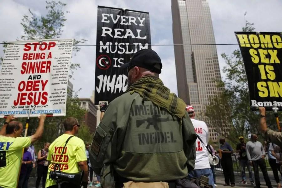Demonstranten ausserhalb der Republican National Convention, 18. Juli 2016, in Cleveland, Ohio; Quelle: mysanantonio.com
