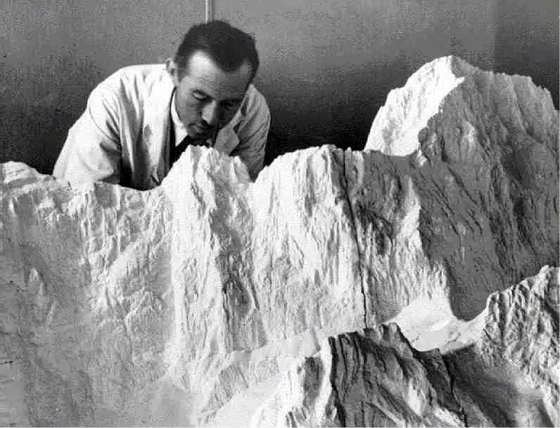 Eduard Imhof modelliert am Windgällen Relief, 1938; Quelle: library.ethz.ch