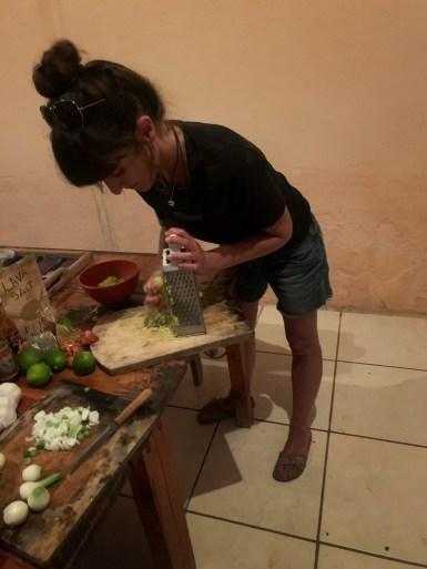 Vorbereitungen für den Green-Mango Salat