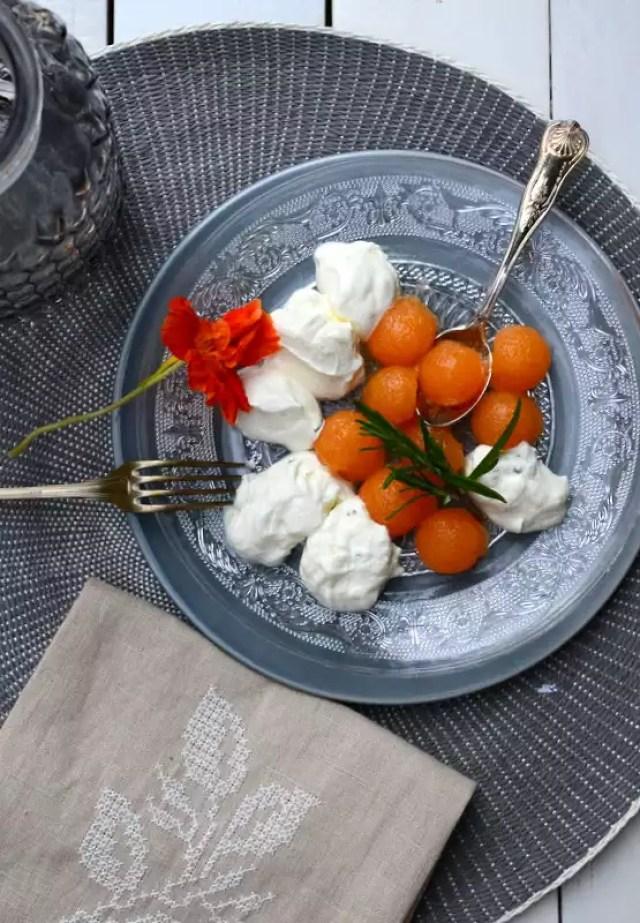 Ziegenfrischkäse mit gelierten Melonen