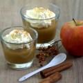 zwei Gläser mit Apfelmus