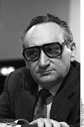 170px-Bundesarchiv_B_145_Bild-F055062-0011A,_Köln,_SPD-Parteitag,_Bahr
