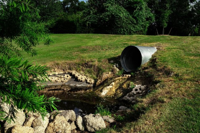 sewage pipe polluted water 3465090 1920