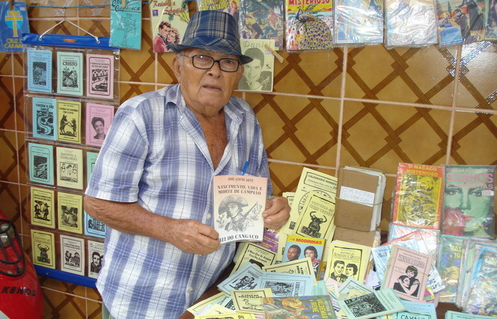 Poeta sapeense é patrimônio vivo de Pernambuco e tem trajetória contada em livro