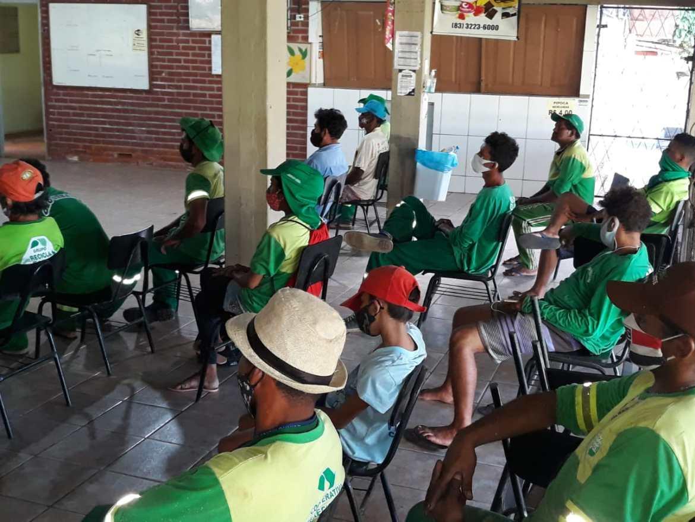 EM SAPÉ – Catadores realizam assembleia para fundação de cooperativa