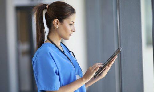 _86880911_nurse_tablet_976
