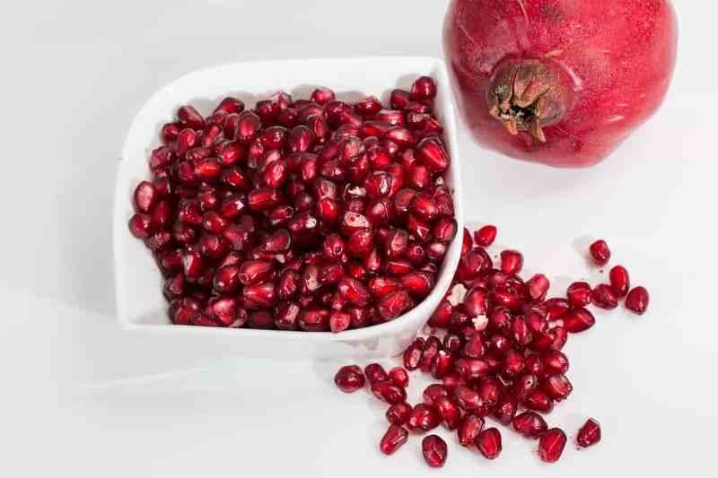 Die Kerne des Granatapfels überzeugen durch ihre intensive, rote Farbe