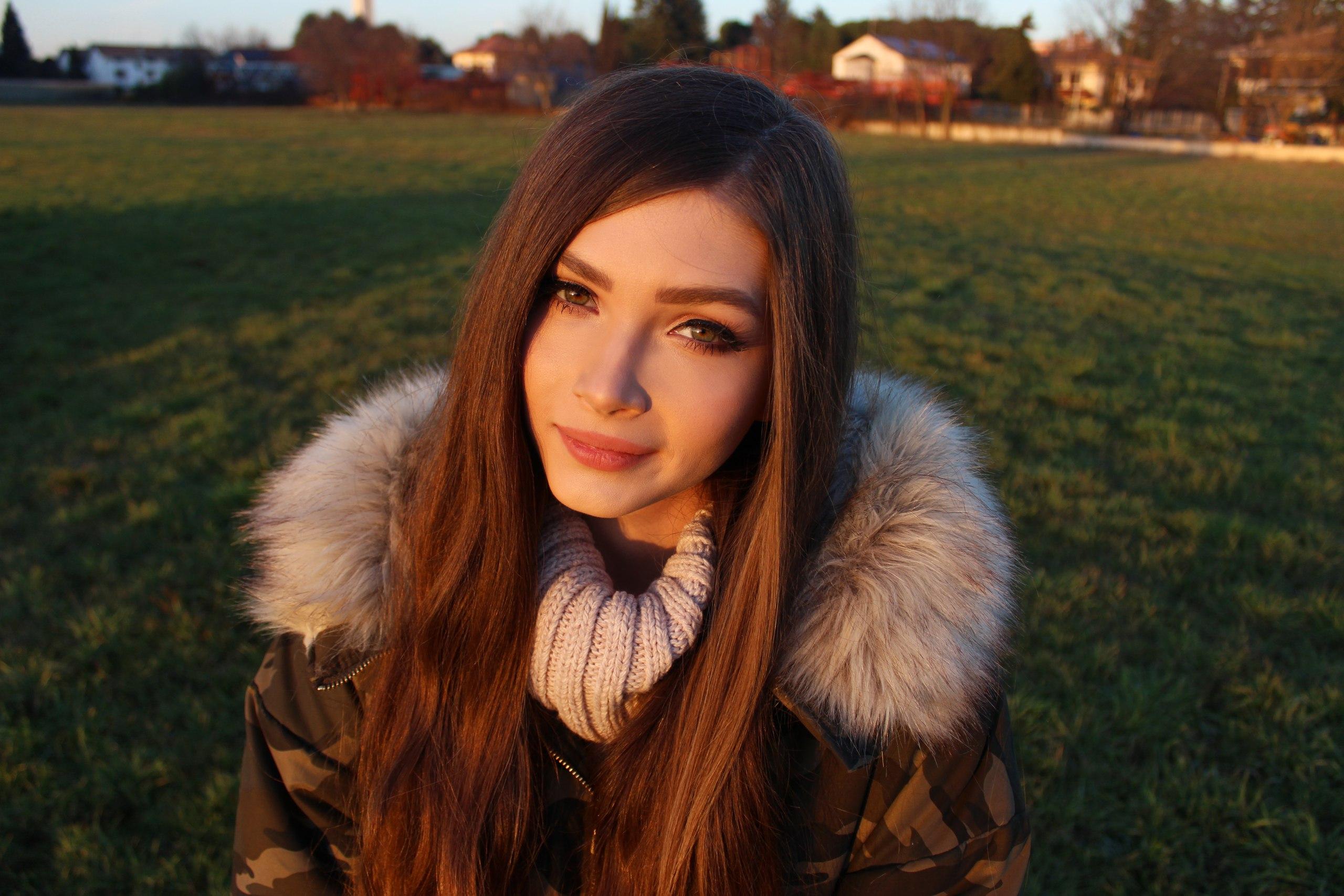 배경 화면 : Karina Kozyreva, 갈색 머리의, 러시아 여성, 재킷, 모피 코트, 스웨터, 녹색 눈 2560x1707 - epicless - 1283633 ...