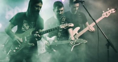 8 Cuerdas, una banda de rock al completo en Galway