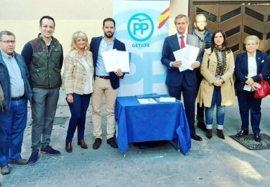 El PP recoge 400 firmas para que se regule el tránsito de determinados vehículos en las calles peatonales