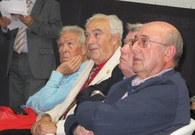 El médico César Navarro es homenajeado a su 86 años