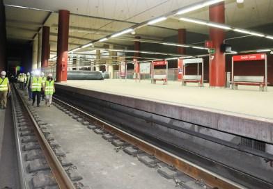 Afectados por las vibraciones del tren visitan los trabajos que acabarán con las molestias