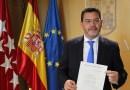 El portavoz local del PP, Carlos González Pereira, toma posesión de su cargo como diputado autonómico