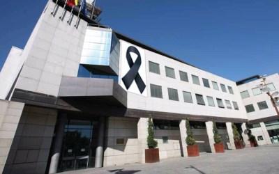 El Partido Popular pide la instalación de un gran lazo negro en la fachada del Ayuntamiento en memoria de los fallecidos por COVID-19