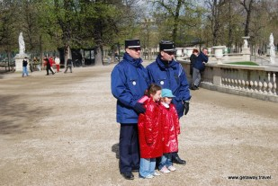 Police & kids in Paris