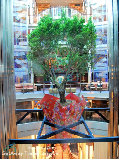 Celebrity Solstice foyer tree 11-19-2008 3-10-30 PM