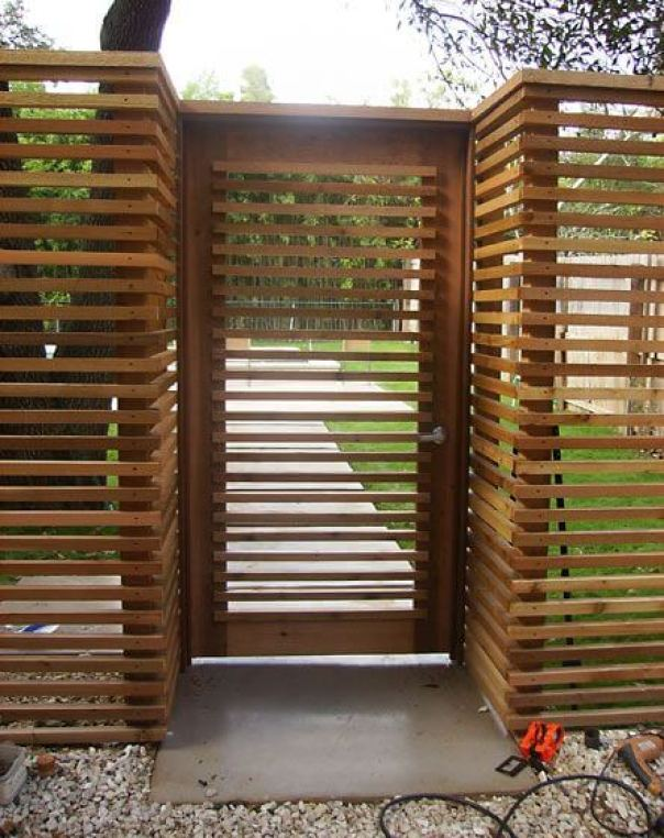 Staggering wood privacy fence #privacyfenceideas #gardenfence #woodenfenceideas
