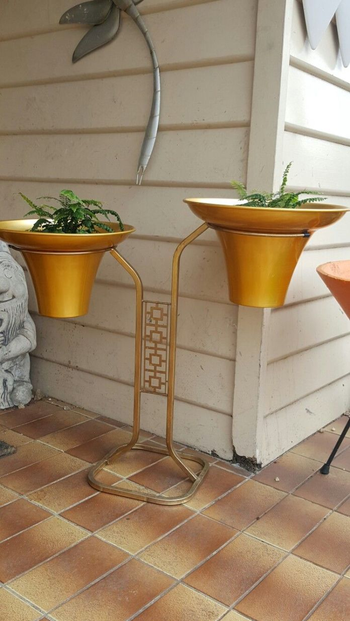 Wondrous metal plant stands outdoor #diyplantstandideas #plantstandideas #plantstand