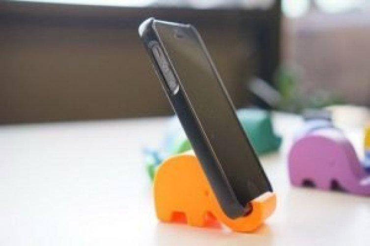Gorgeous diy cell phone charger holder #diyphonestandideas #phoneholderideas #iphonestand
