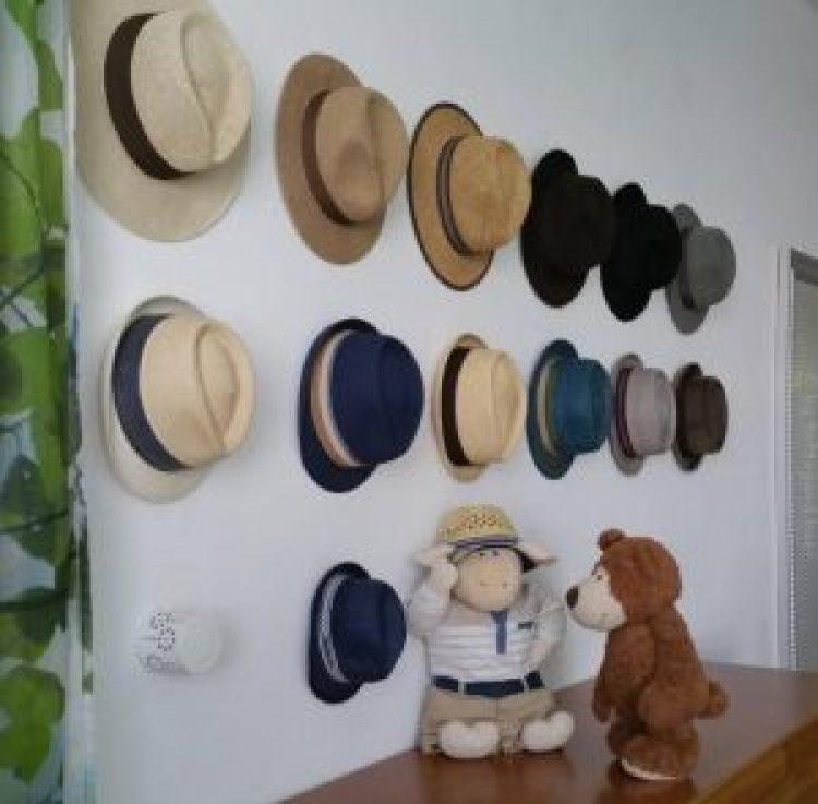 Wonderful standing hat rack ideas #diyhatrack #hatrackideas #caprack #hanginghatrack