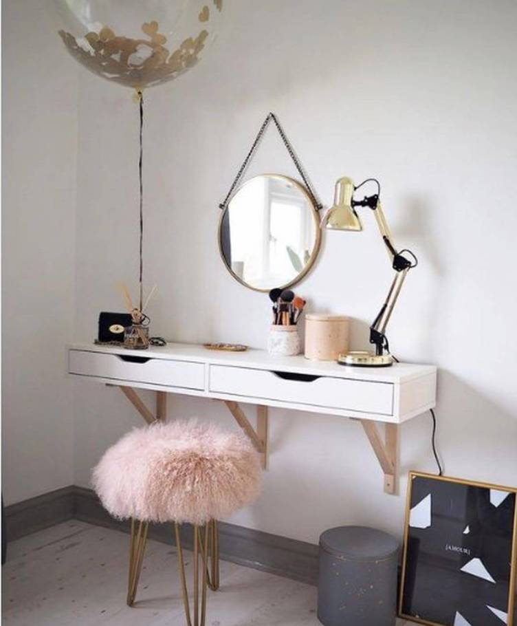 Striking makeup vanity chair #makeuproomideas #makeupstorageideas #diymakeuporganizer
