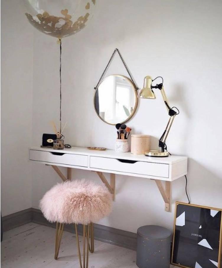 Striking makeup vanity chair #makeuproomideas #makeupstorageideas #diymakeuporganizer