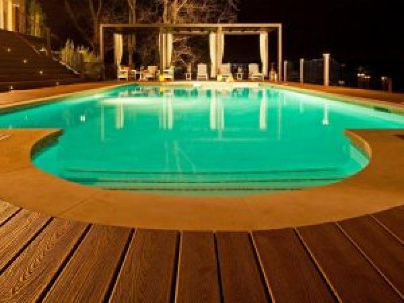 Popular swimming pool wall design #swimmingpooldesign #pooldeckandpatiodesigns #smallbackyardpools