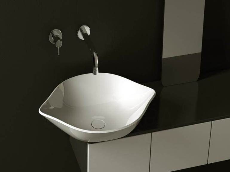 Amazing black and white half bathroom ideas #halfbathroomideas #smallbathroomideas #bathroomdesignideas