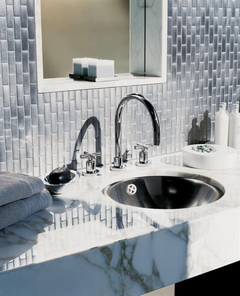 Colorful bathroom shower wall tile ideas #bathroomtileideas #bathroomtileremodel