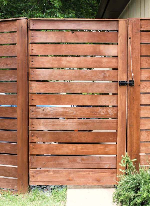 Delight white privacy fence #privacyfenceideas #gardenfence #woodenfenceideas