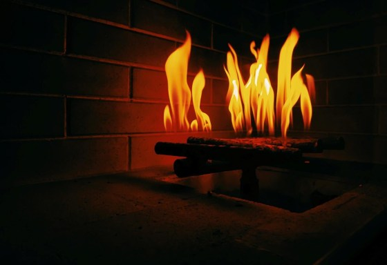 How To Light A Gas Fireplace? 2 Easy Ways