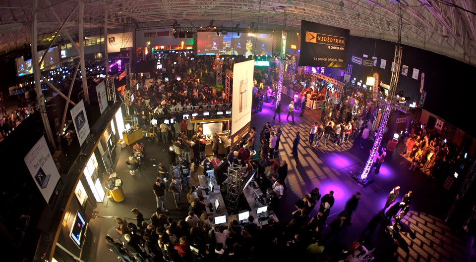 wide angle aerial view of technology convention freepoint technologies
