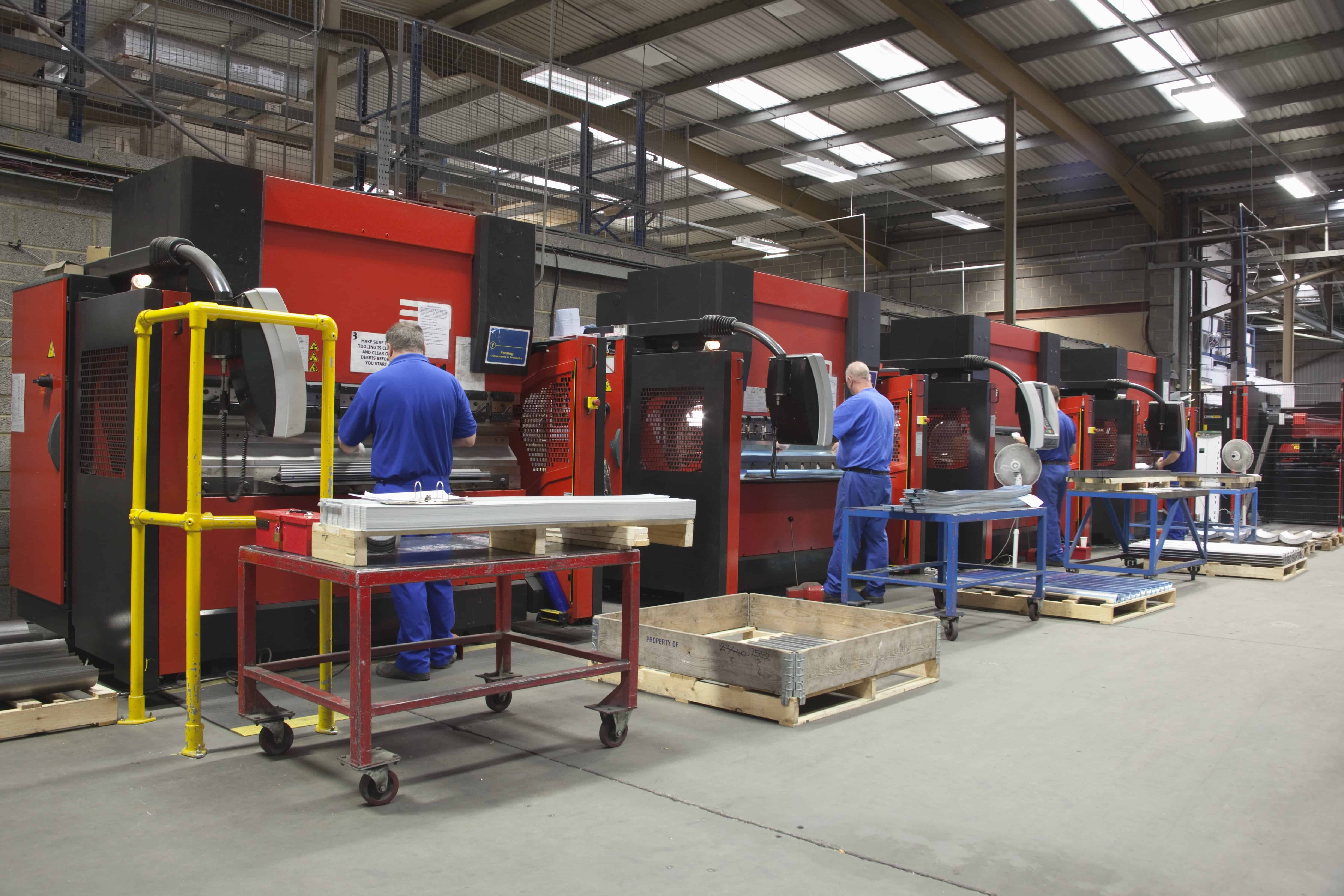 factory machines workers pallets monitors freepoint technology