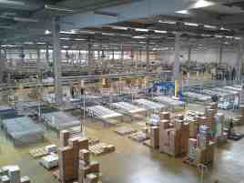 freepoint technologies iiot solutions factory floor image workers sorting packages blog image