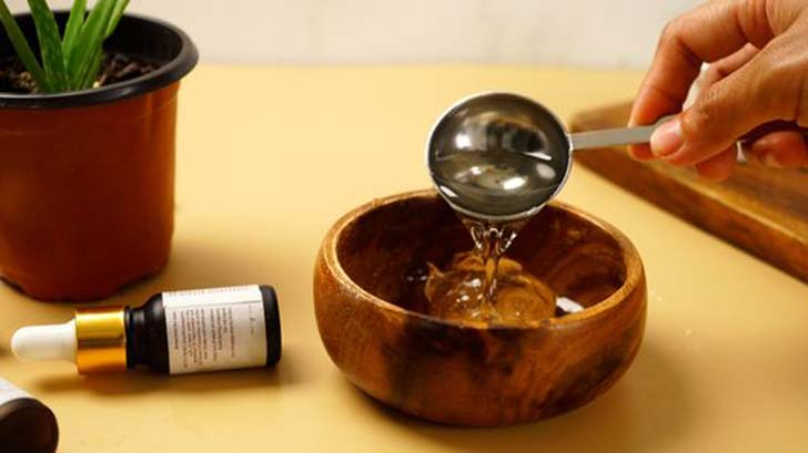 Mix Aloe Vera gel with Basil oil - Gethealtysoon.info