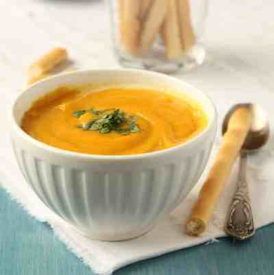 Score big this Monday night with a new hearty and healthy roasted sweet potato soup recipe to keep cheering loud all game long. #meatlessmondaynight