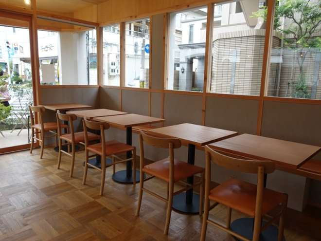 cafe luster in ushita, hiroshima (seating)
