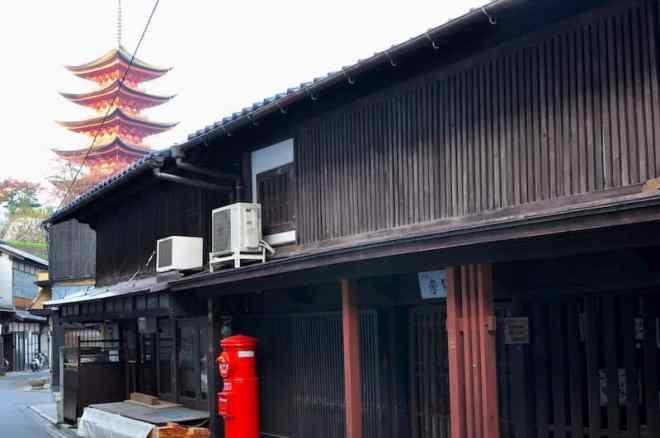 Empty Backstreet & 5-story Pagoda
