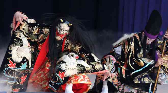 Katsuragi-zan-performed-by-the-Yachiyo-Kagura-Troupe
