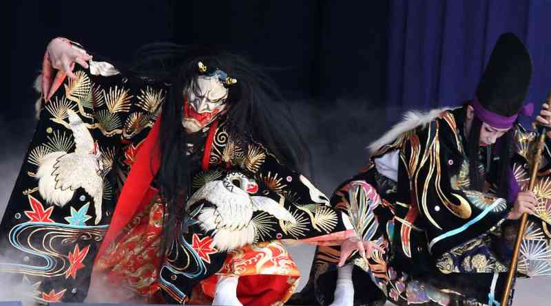 Katsuragi-zan-performed-by-the-Yachiyo-Kagura-Troupe