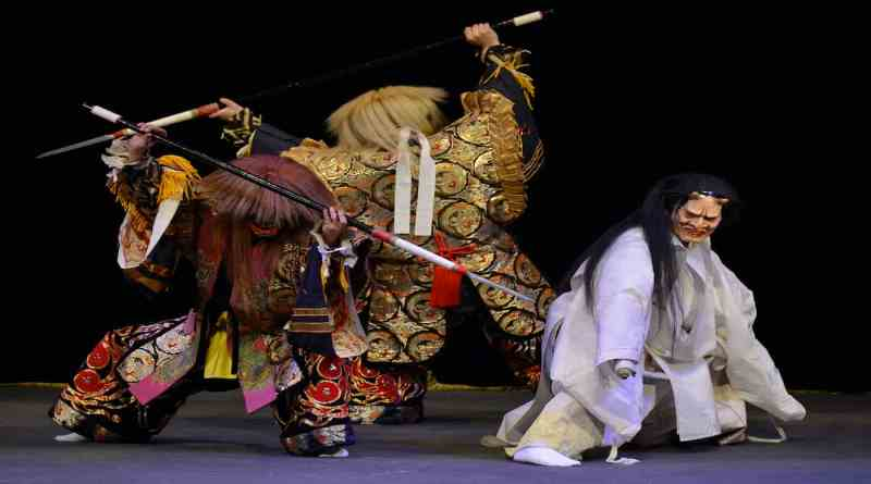 Takiyasha-hime performed by the Naka-kawado Kagura Troupe