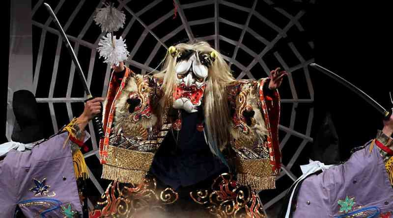 tsuchigumo performed by the higashiyama kagura troupe