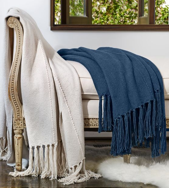 homes15_bamboo-knit-throw