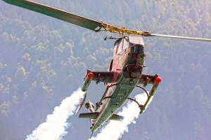 © Red Bull Content Pool. Bell TAH-1 Cobra seen during the Scalaria Air Challenge in Sankt Wolfgang, Austria