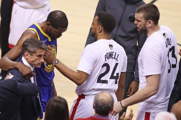Raptors Fan Sends Warriors Flowers Over Kevin Durant Injury Cheers