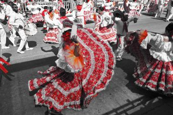 27 Carnaval mujeres con candles bw sm