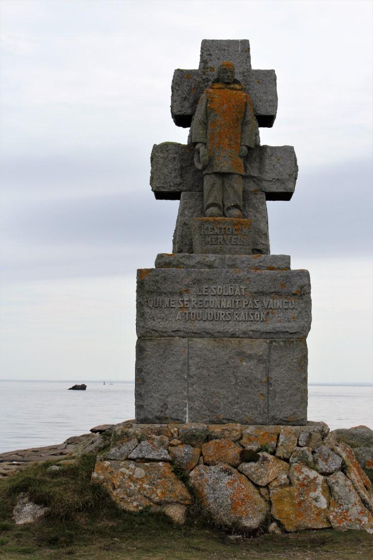 Ile-de-Sein - Ile-de-Sein-Il-monumento-alla-resistenza.jpg